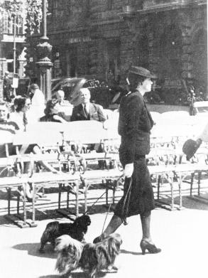 A pesti korzón, 1930-as évek, Schäffer György felvétele, Magyar Nemzeti Múzeum Történeti Fényképtára
